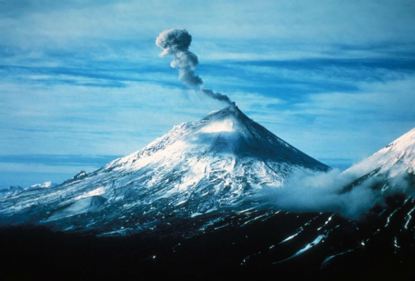 New Eruption at Alaska's Pavlof Intensifies